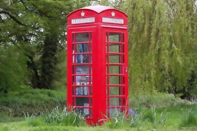 telephone-box-library-5[2]
